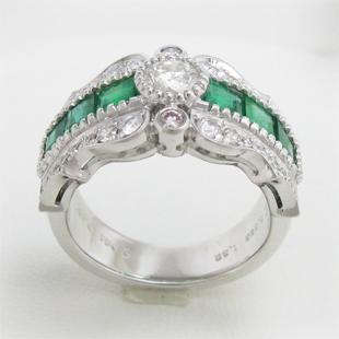 形も色も違う宝石達で造る幅広アンティーク風リングのイメージ