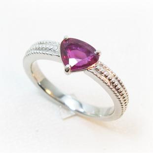 取り巻きルビーの指輪を日常使いOKなデザイン枠へのイメージ