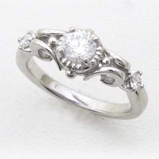 メレダイヤ入りクラウンデザインのリングのイメージ