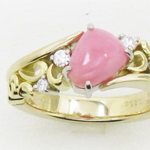 稀少なコンクパールでオリジナルな指輪のイメージ